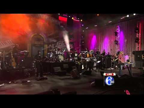 Daryl Hall with The Roots -