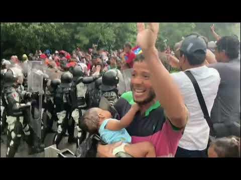 Violento operativo de contención contra caravana de migrantes de Haití