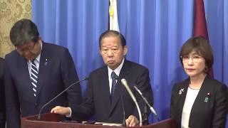 10月30日、役員連絡会が開催され、終了後、二階俊博幹事長、稲田朋美筆...