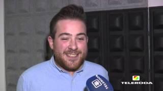 """Tomás Villodre cantó """"Calle Melancolía"""" con los músicos de Joaquín Sabina"""