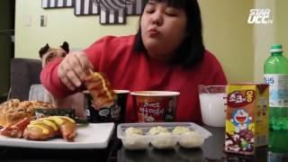Chị mập Soobin ăn uống kinh hoàng quá/Ăn như chưa từng được ăn vậy