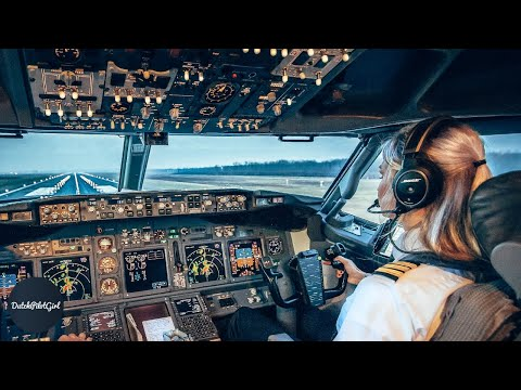 Challenging Landing QUITO - Boeing 777 COCKPIT VIEW | Life Of An Airline Pilot by @DutchPilotGirl
