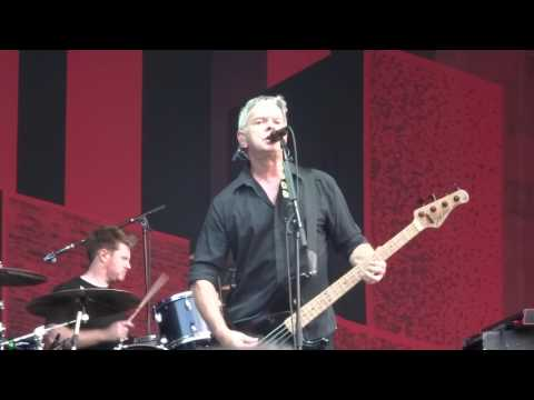 THE STRANGLERS @ RETRO C'TROP, TILLOLOY 24 06 17 EUROPEAN FEMALE