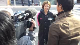 2012東日本実業団女子駅伝(第3中継所たすき渡し直後の様子&新谷)