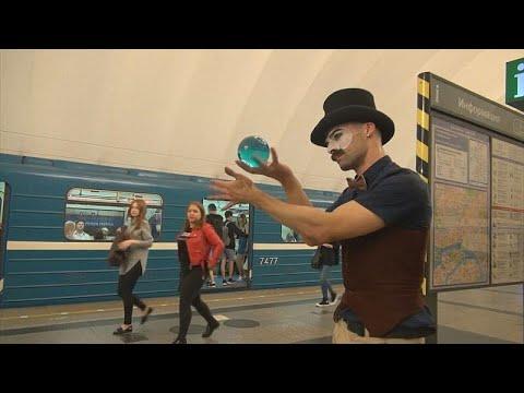 شاهد : محترف ألعاب خفة يستعرض مهاراته في محطة الميترو بروسيا…  - نشر قبل 4 ساعة