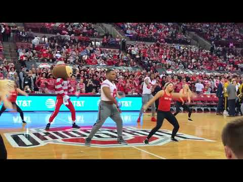 Ohio State football team joins dance team for performance at basketball game - ELEVENWARRIORS.COM