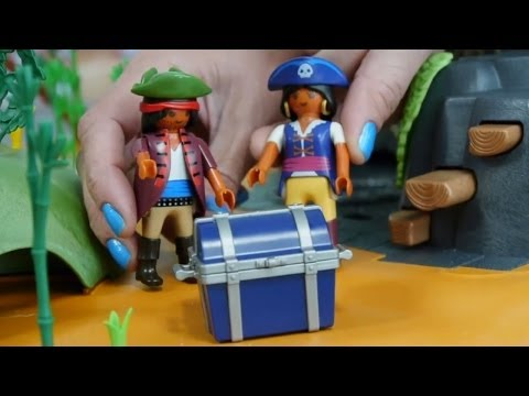 PLAY PIRATES! Pirates SONG with Treasure Toys!