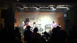 秋田で活動中3ピースバンドです.