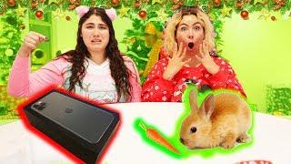 CHEAP VS EXPENSIVE CHRISTMAS PRESENTS CHALLENGE!