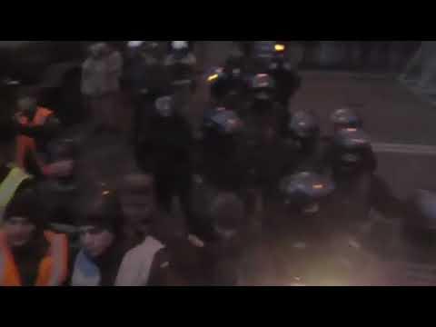 Киев Майдан Митинг провокатор из толпы Давка Служебные собаки Полиция