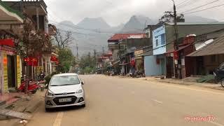 Cung đường từ Mã Pí Lèng về Thị trấn Mèo Vạc để đến với Chợ Phiên vùng cao.