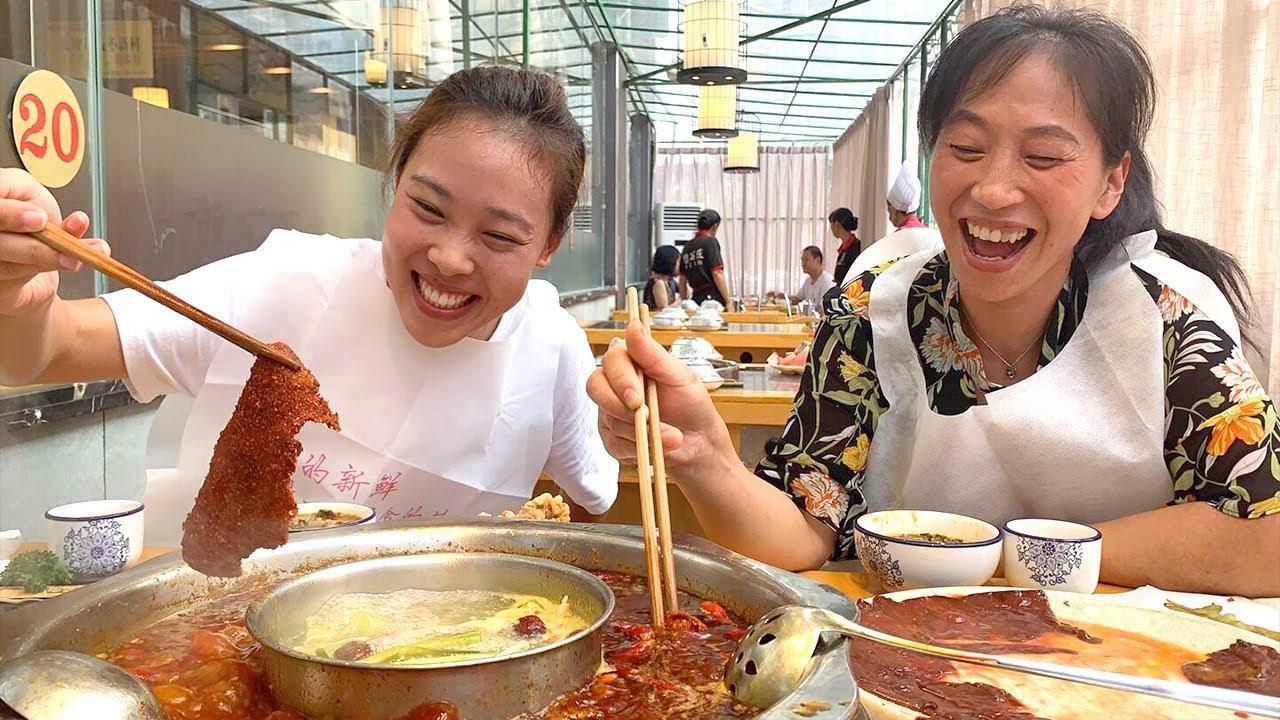 秋妹今天下館子吃火鍋,麻辣牛肉吃過癮,滿頭大汗太爽了! 【顏美食】