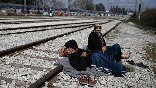Греция: напряженность в лагере беженцев на границе с Македонией нарастает(Более 11 тысяч мигрантов и беженцев провели еще один день в лагере Идомени на границе Греции с бывшей югосла..., 2016-03-28T17:03:01.000Z)