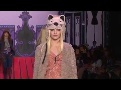 Anna Sui Fall / Winter 2011 Fashion Show