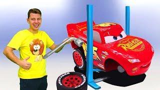 Ремонт машинки в Веселой школе. Маквин и Вспыш устроили гонки. Видео для мальчиков.