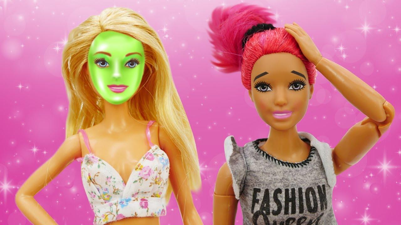 Barbie y Teresa han cogido la misma hora en la peluquería. Videos de Barbie en español