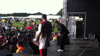 SK1 LEEDS MELA 2011 - UNPREDICTABLE PUNJABI SINGER  DHOL BHANGRA INDIA PAKISTAN