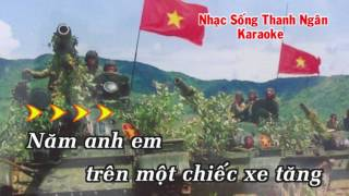 Năm Anh Em Trên Một Chiếc Xe Tăng - Karaoke Nhạc Sống Thanh Ngân