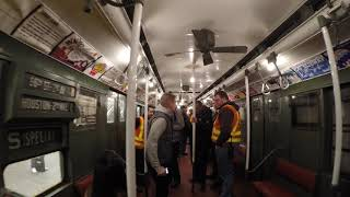 """⁴ᴷ Walking through the MTA Vintage Holiday Train """"Shopper's Special"""" on Christmas Eve 2017"""