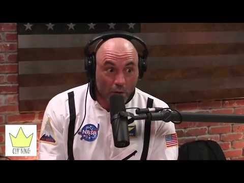JOE ROGAN TALKS ABOUT CARROT TOP'S FAKE MUSCLES