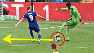 Khi thủ môn nổi hứng biểu diễn kĩ thuật thì tiền đạo cũng phải chịu thua
