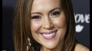 Alyssa Milano Rages On Heathrow Airport for Confiscating Her Breast Milk