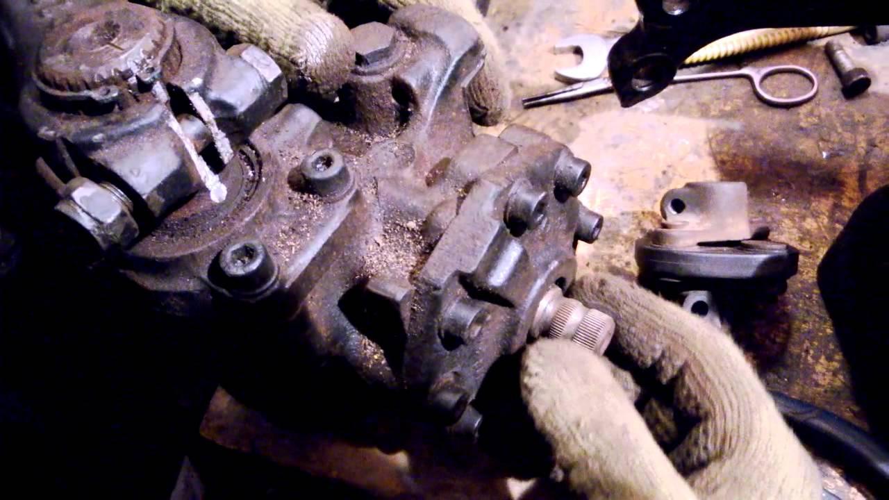 как отрегулировать люфт рулевой колонки мерседеса 124