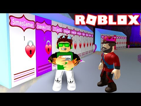 I AM A STUDENT OF ROYAL HIGH SCHOOL in ROBLOX