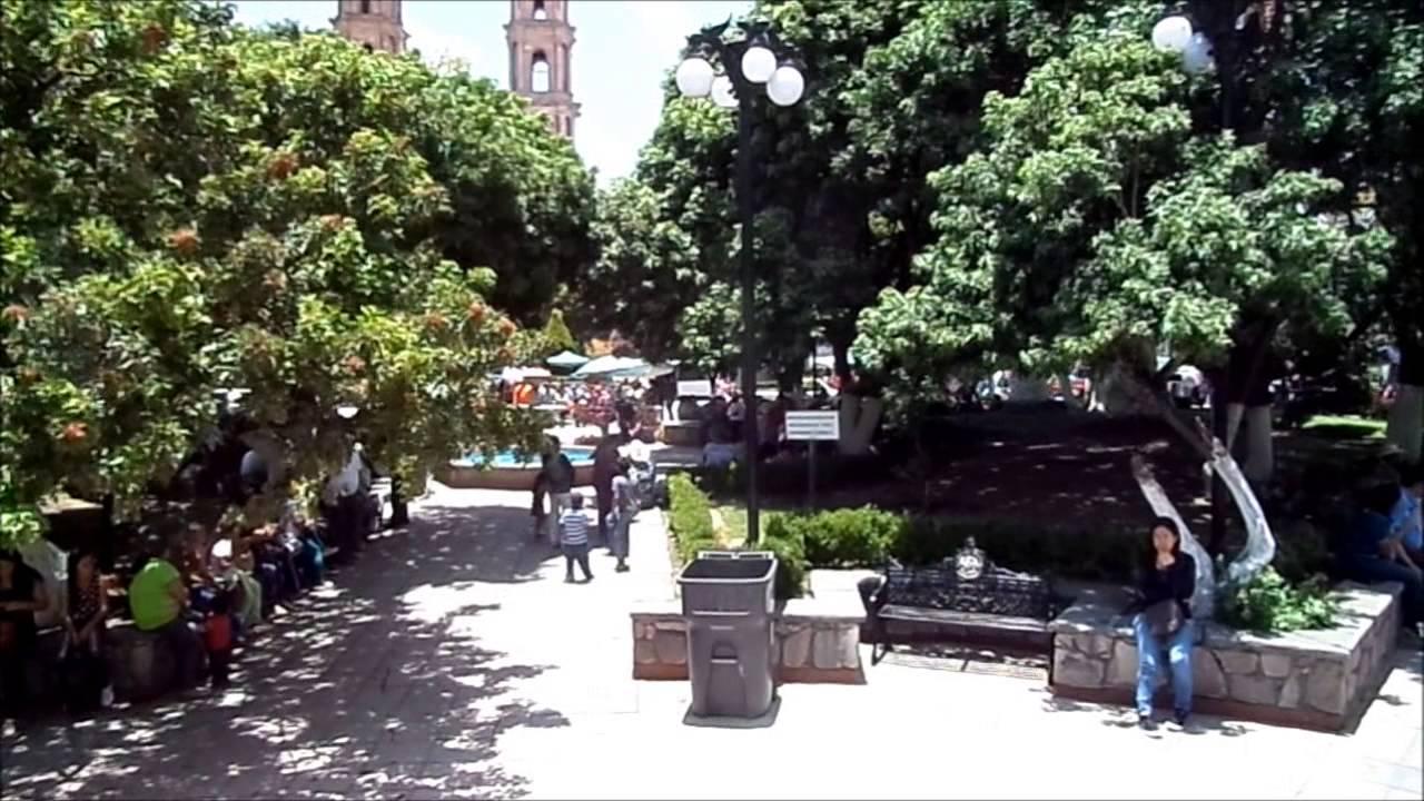 Un domingo a medio día en el jardín de San Luis de la Paz. - YouTube