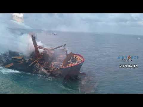 Sinking X-PRESS PEARL Container Ship | ගිලෙන නැව දියඹට ඇදගෙන යයි