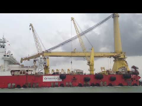 SAPURA 3000 - Pipelay Crane Vessel  at Singapore Water