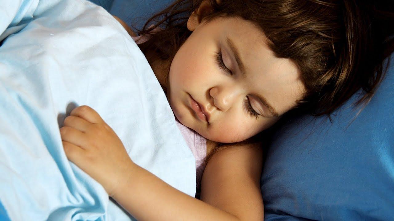 Сестра крепко спит, Брат трахнул младшую сестру пока она спит 17 фотография