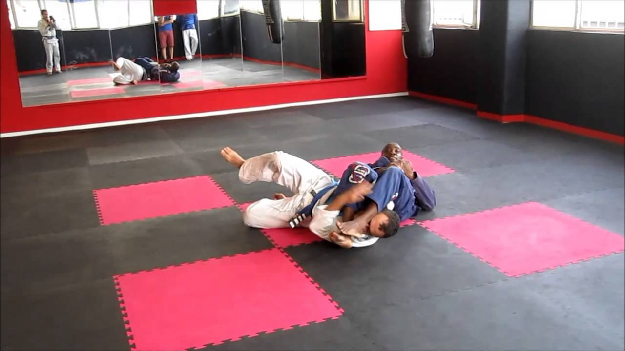 Jiu jitsu bilbao equipo pitbull gimnasio bilboboxing for Gimnasio bilbao