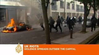 Video London riots: Violence spreads in the capital and beyond download MP3, 3GP, MP4, WEBM, AVI, FLV Juli 2018