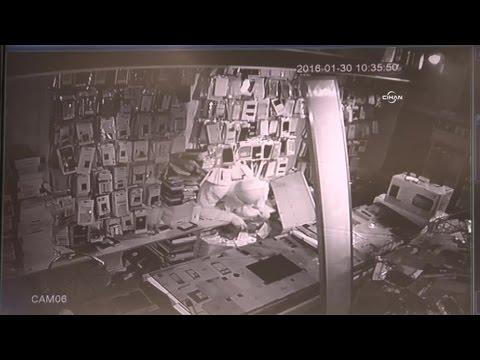 Balyozla Duvarı Delen Hırsızların Soygunu Kamerada