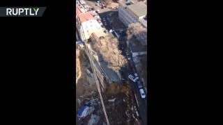 بالفيديو.. انهيار أرضي  شل حركة السير في فلاديفستوك