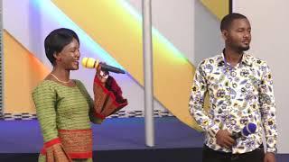 Nabii OLIVIA akitoa watu mapepo kwa jina la YESU
