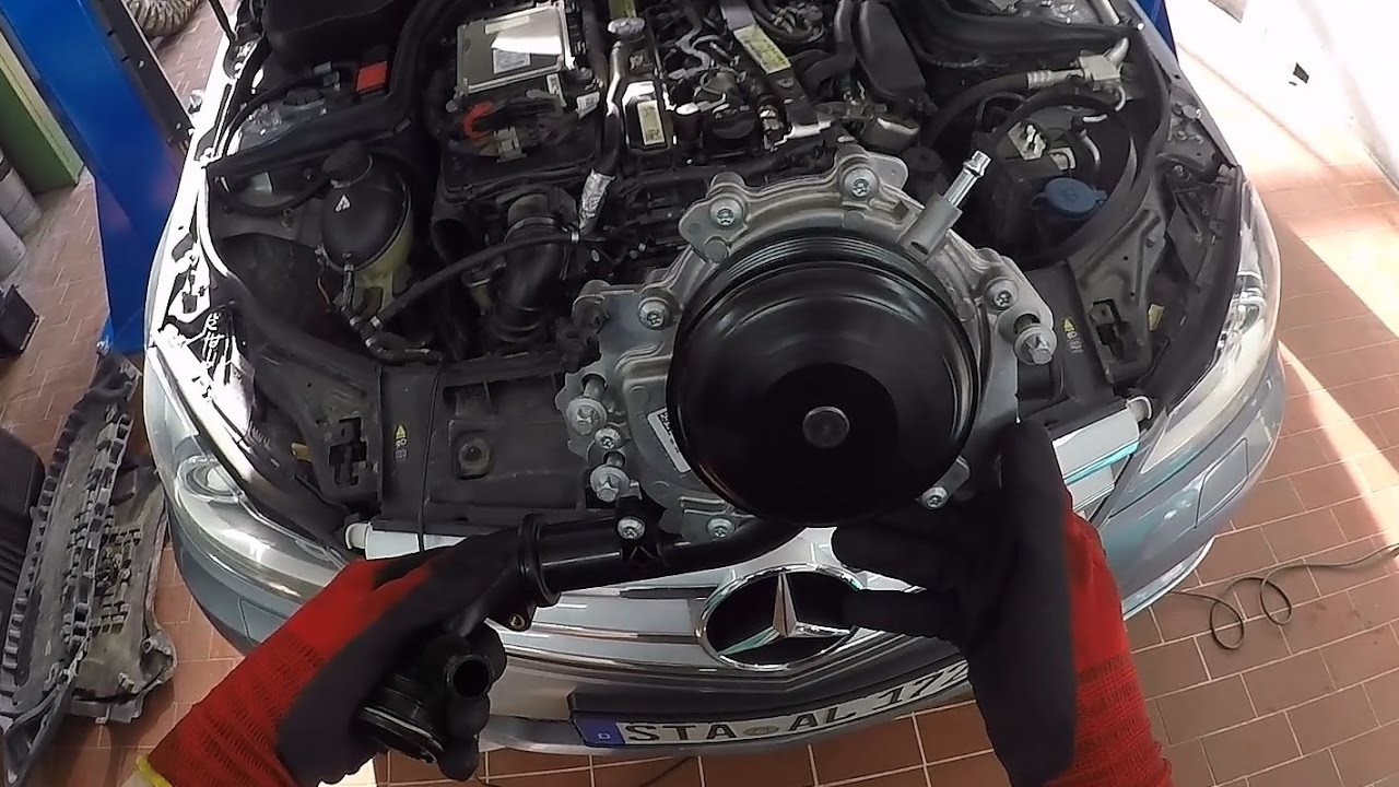 MercedesBenz C 220 CDI (W204) OM651  Replacing the Water Pump  YouTube