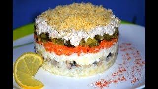 Слоеный салат с мясом, грибами и солеными огурцами