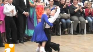 Танцуют Николай и Елизавета Пузыревы