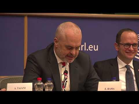 """Ora News - Rama për Financial Times """"BE të hapë negociatat"""""""