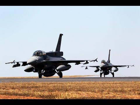 Singapore F-16 Pilots at Pitch Black