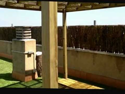 Pergolas de madera de exterior 03 terraza con cesped art for Losetas madera terraza