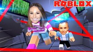 ROBLOX kleine Leah spielt - PLAYING ROBLOX w / MY REAL LIFE BABY BROTHER - WIE EIN SPY OBBY WERDEN!!