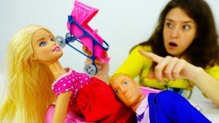 Видео для девочек. Какая коляска нужна Барби?