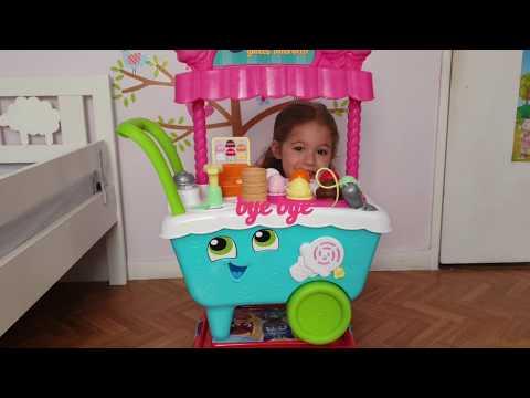 la-marchande-de-glace--playing-in-ice-cream-shop