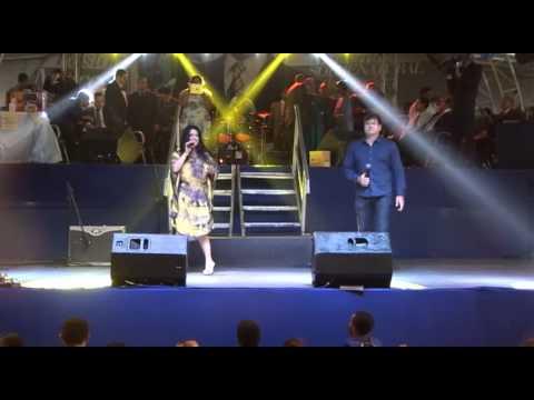 Rayssa e Ravel louvando no aniversário do Pastor Marcos 29-11 -13