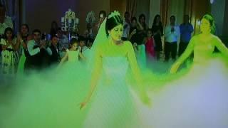 Собственно поставленный танец невесты с подружками украинками (harsi par)