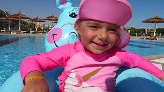 Bogdan doarme in piscina   Sketch amuzant   Video pentru copii