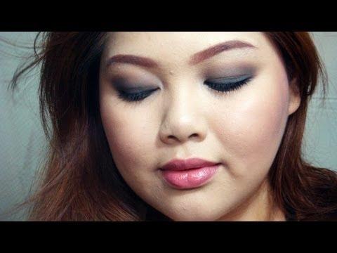Sexy Smokey Eyes with Avon Cosmetics - 동영상